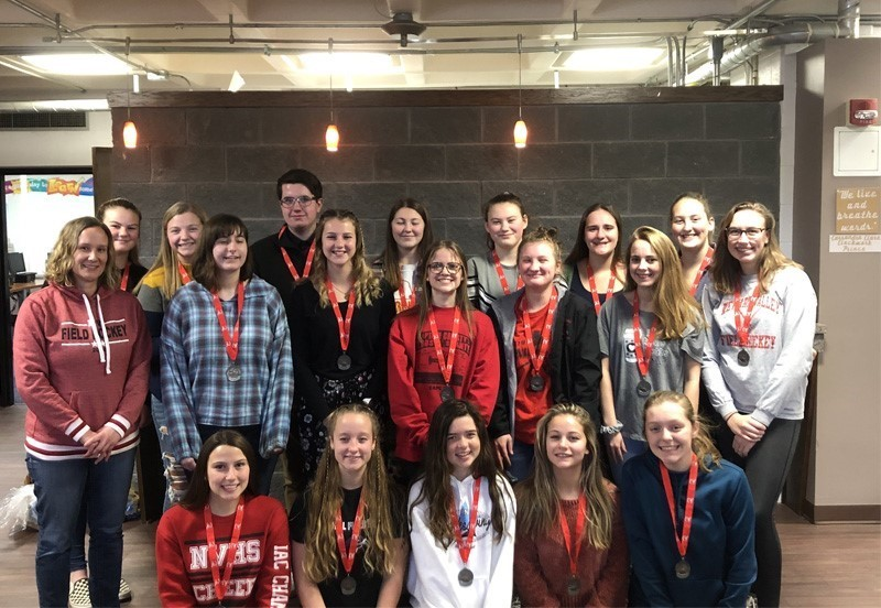 Field hockey team with 2nd place medals