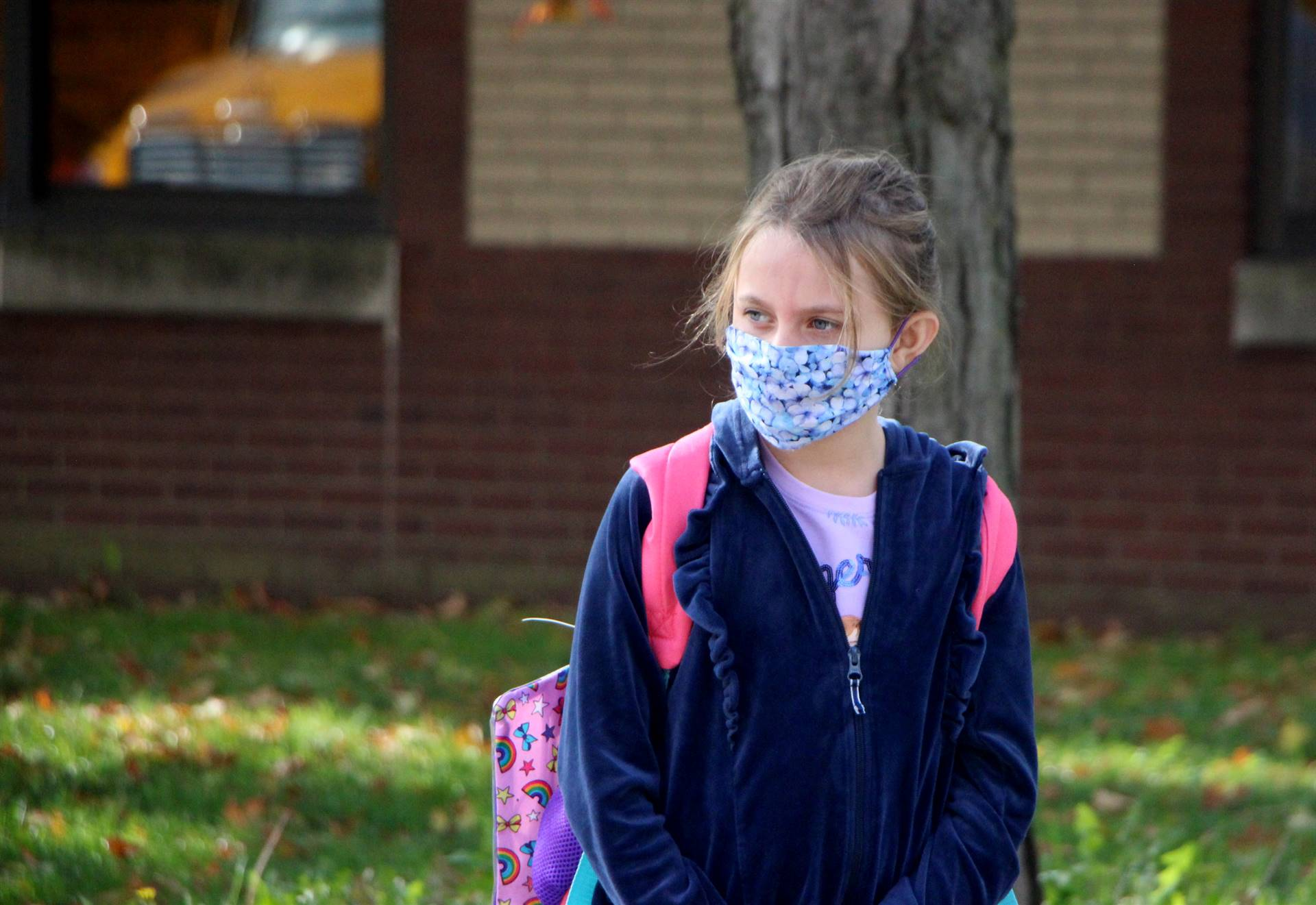 girl in facemask outside